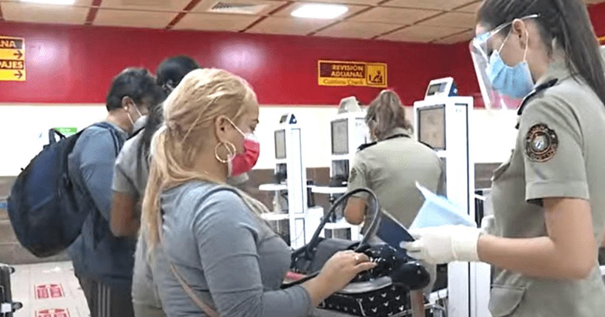Aduana de Cuba aumentará el número de trabajadores en los aeropuertos ante mayor cantidad de equipajes
