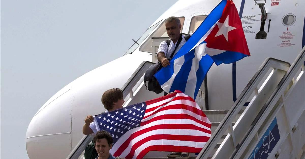 80 demócratas le piden a Biden suavizar política hacia Cuba